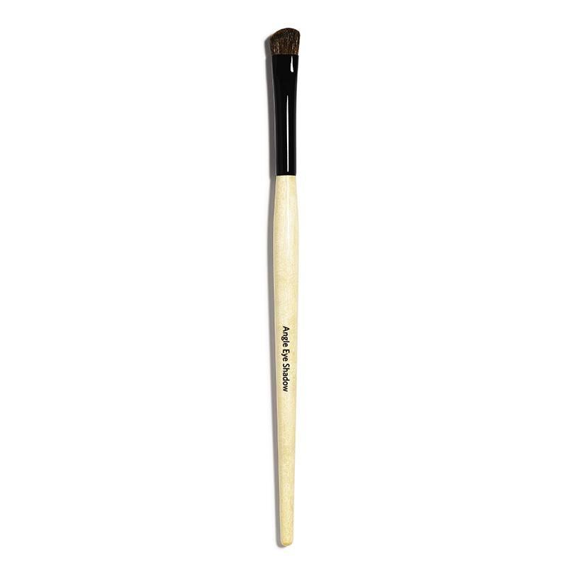 Bobbi-Brown-Angle-Eye-Shadow-Brush-1